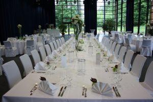 Hochzeit runde Tische und Hussen_10