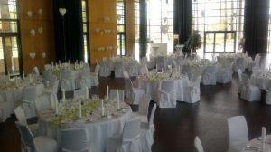 Hochzeit runde Tische und Hussen_2