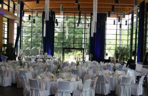 Hochzeit runde Tische und Hussen_9